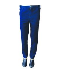 Calça em Jeans com 4% de elastano, meio elástico com gancho para cinta